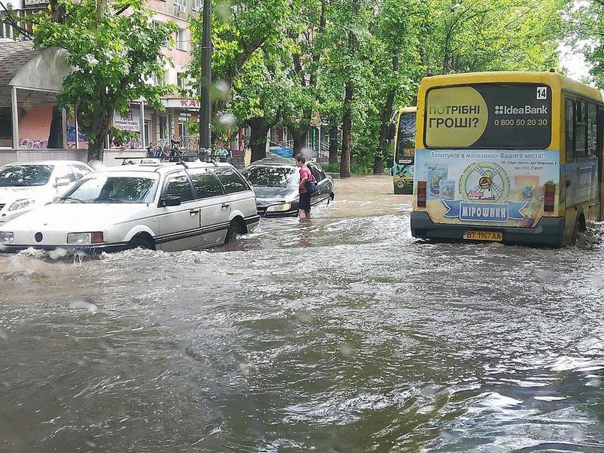 Херсон затопило после сильного дождя (фото) - фото 126240
