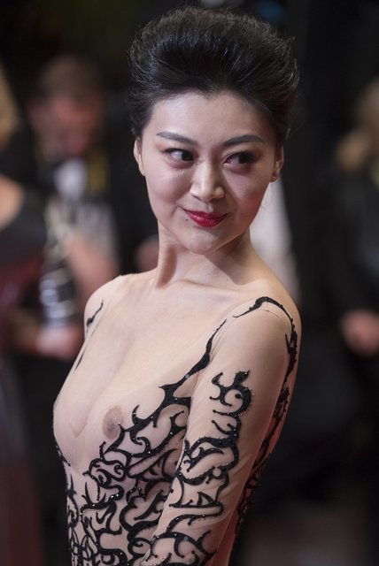 Самый откровенный наряд Каннского фестиваля: Актриса пришла с голой грудью - фото 124985
