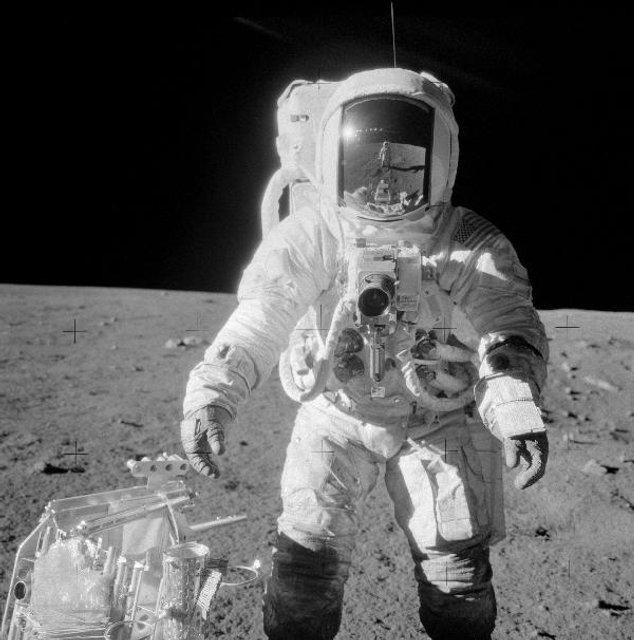 Умер побывавший на Луне американский астронавт - фото 127477