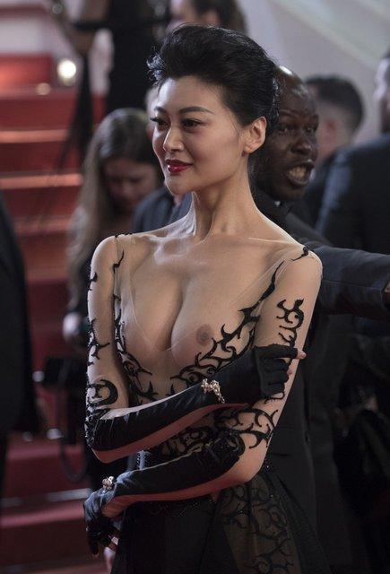 Самый откровенный наряд Каннского фестиваля: Актриса пришла с голой грудью - фото 124984