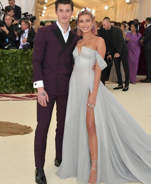 Met Gala-2018: лучшие наряды от известных личностей - фото 123798