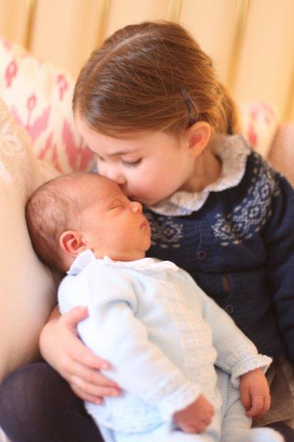 Опубликовано первое совместное фото детей Кейт Миддлтон и принца Уильяма - фото 123464