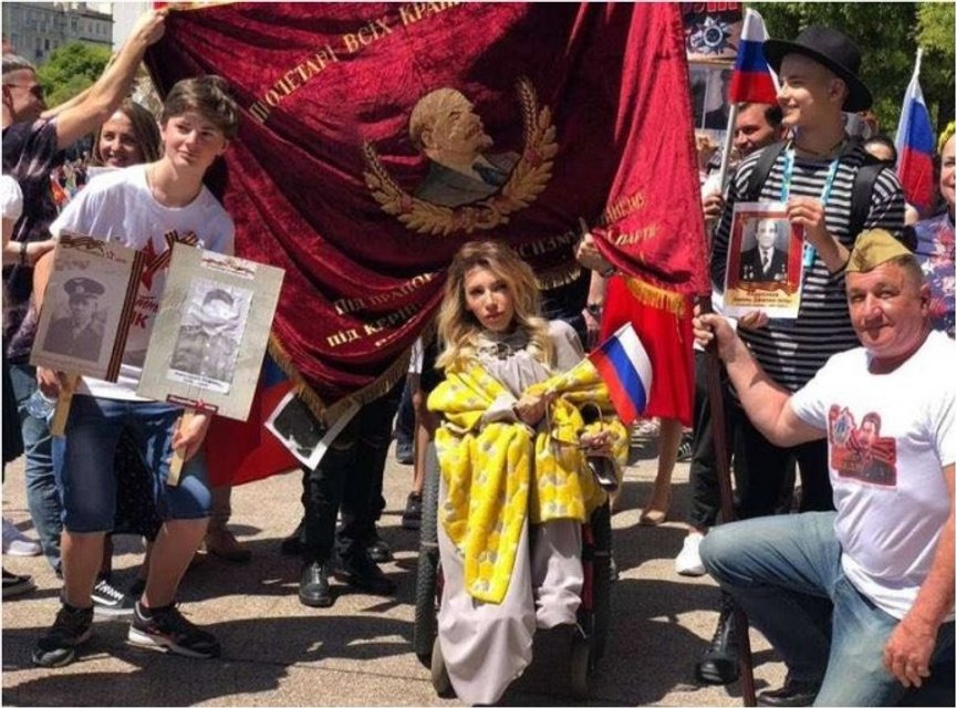 Евровидение-2018: Россияне приперлись в Лиссабон с флагами 'ЛДНР' и портретами 'дедов' - фото 123476