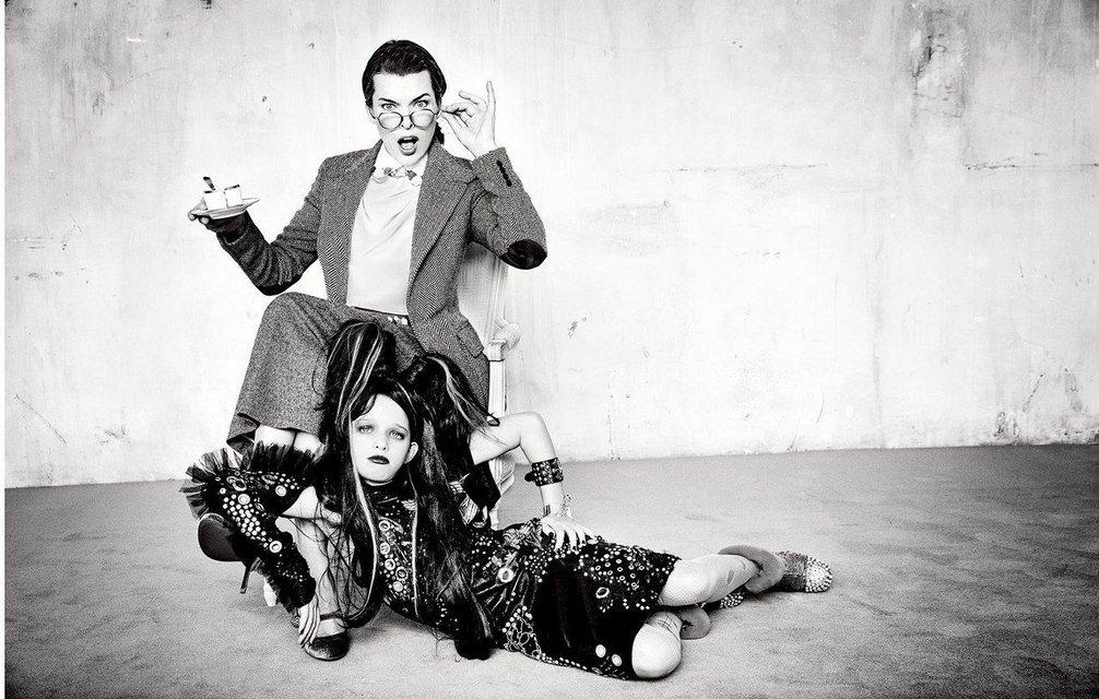 Милла Йовович вместе с дочкой удивила шикарной фотосессией - фото 126646
