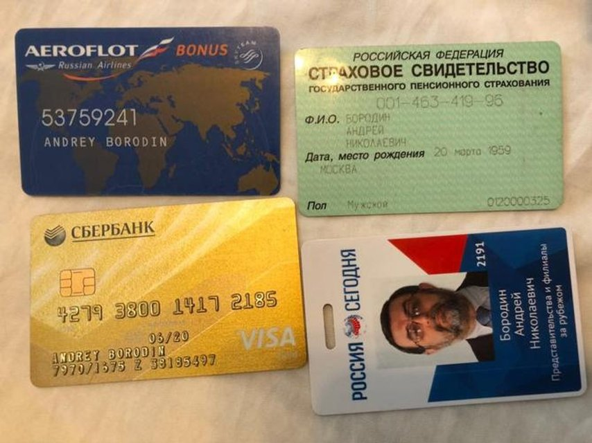 Георгиевские ленты, доллары и карты 'Сбербанка': что нашла СБУ в офисе Russia Today - фото 125089