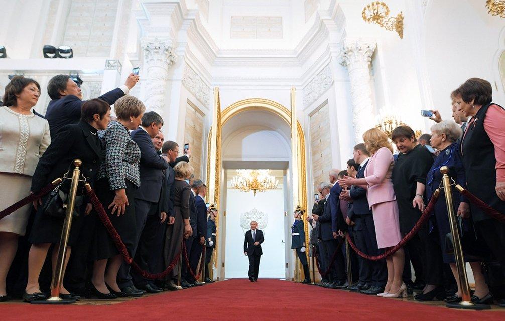 'Инаугурация царя': Путин останется президентом РФ до 2024 года - фото 123526
