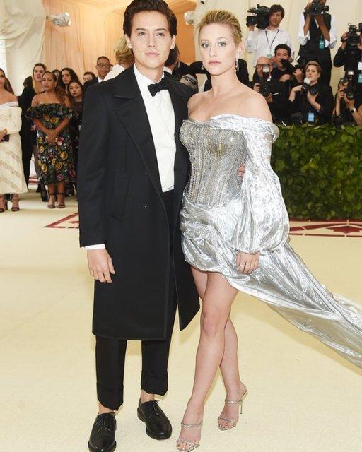 Met Gala-2018: лучшие наряды от известных личностей - фото 123772