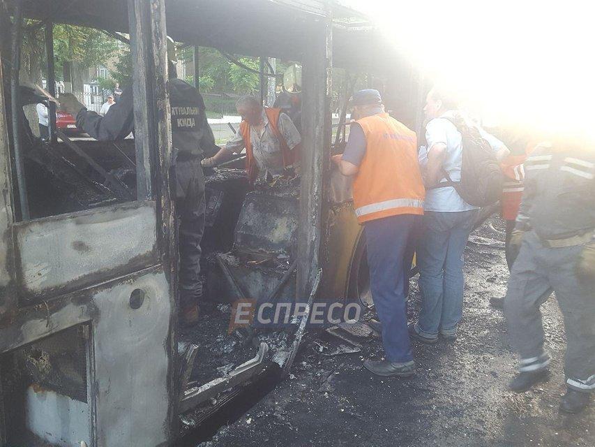 В Киеве горел пассажирский автобус - фото 128198