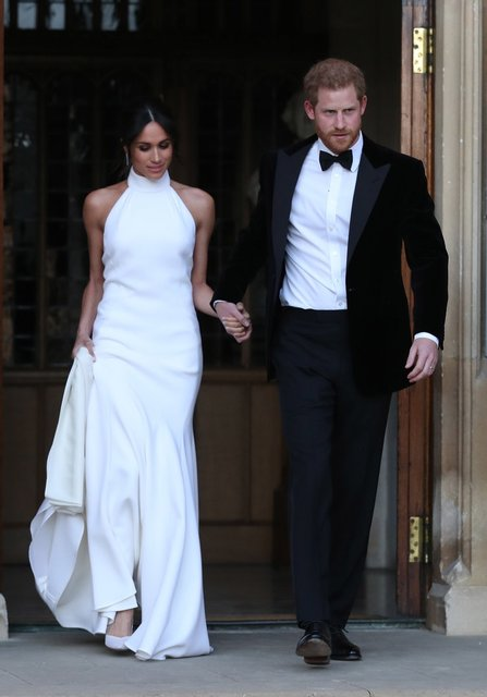 Второе свадебное платье Меган Маркл больше понравилось британцам - фото 126181