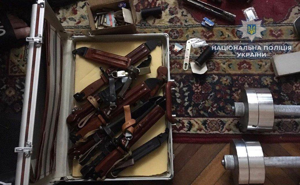 У жителя Ровно в квартире обнаружили 'склад' оружия и боеприпасов - фото 124583