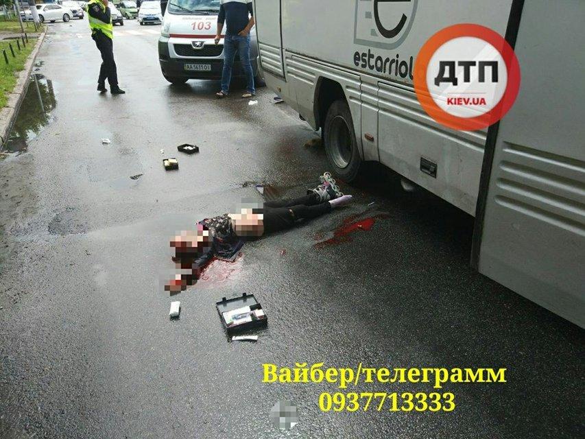 В Борисполе автобус сбил двоих детей: одну девочку протянуло под колесами около 30 метров - фото 126130