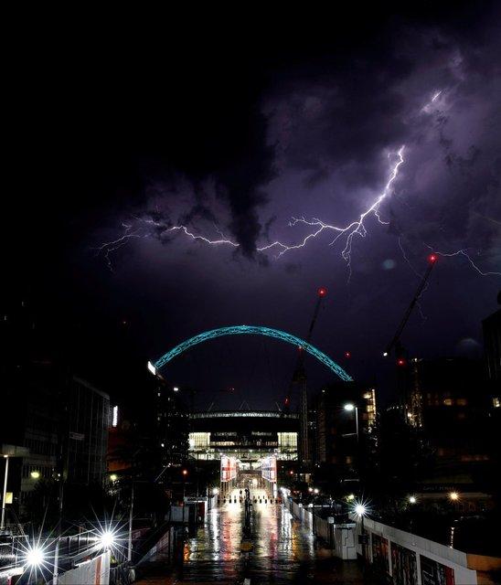 Ночью в Великобритании ударили более 15 тысяч молний - фото 127539