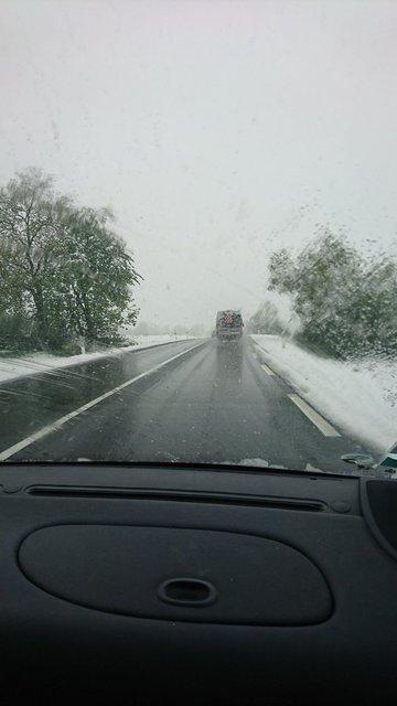 Уровень опасности - оранжевый: Францию засыпало снегом - фото 124927