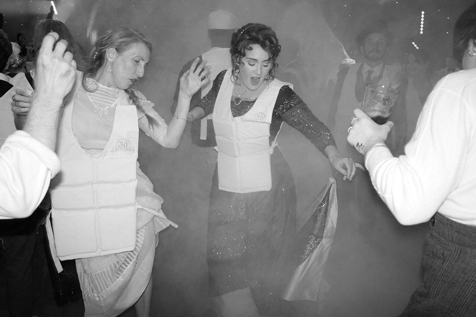 Адель отпраздновала юбилей в стиле 'Титаника' - фото 123552