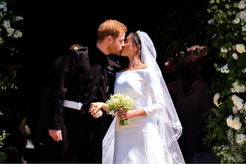 Сколько стоила свадьба Меган Маркл и принца Гарри: платья, торт, еда и место проведения - фото 126166