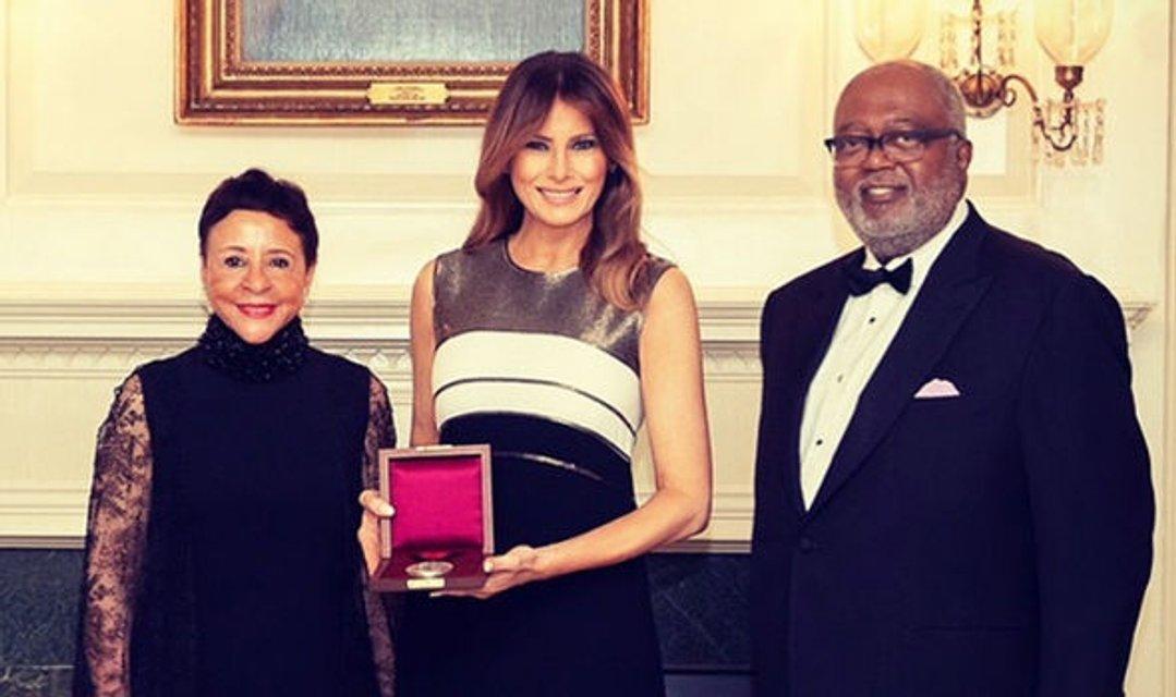 Мелания Трамп впервые вышла в свет после операции - фото 130597