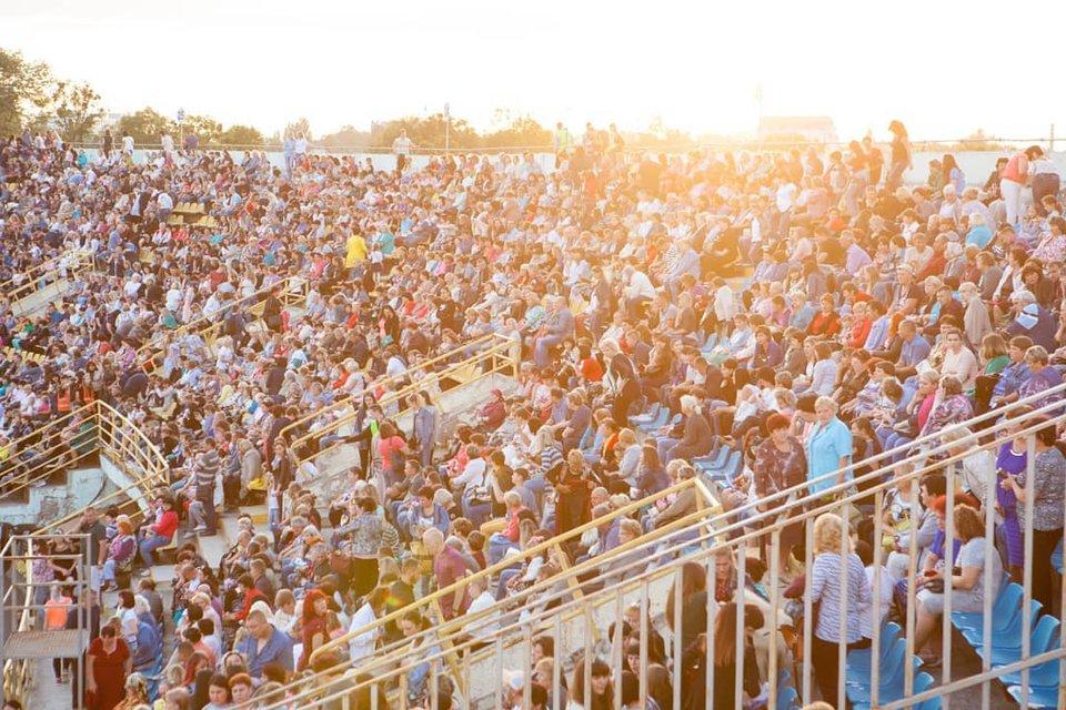 Безумные фанаты Винника чуть не разрушили стадион в Полтаве - фото 130189