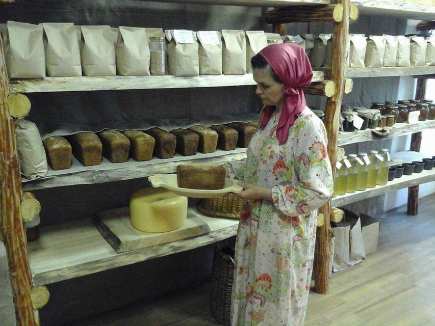 Слава богу за все: на Крещатике открыли магазин имени российского монархиста - фото 130682