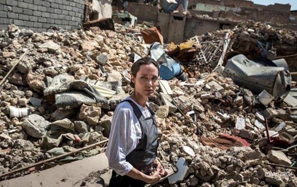Анджелина Джоли побывала в иракском городе Мосул - фото 131215