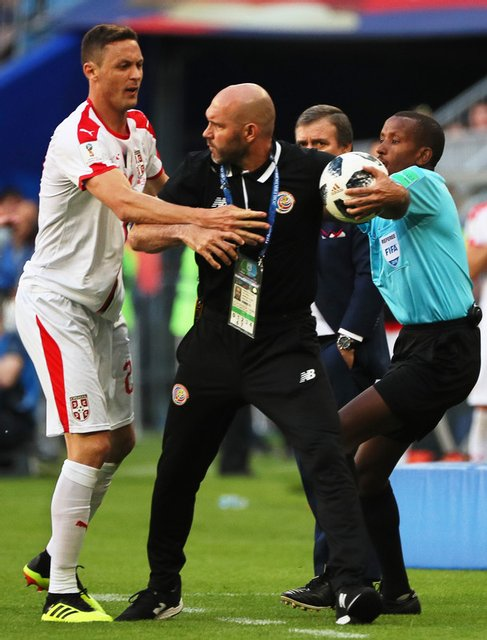 Футболисты Сербии и Коста-Рики устроили потасовку во время игры на ЧМ-2018 - фото 131235