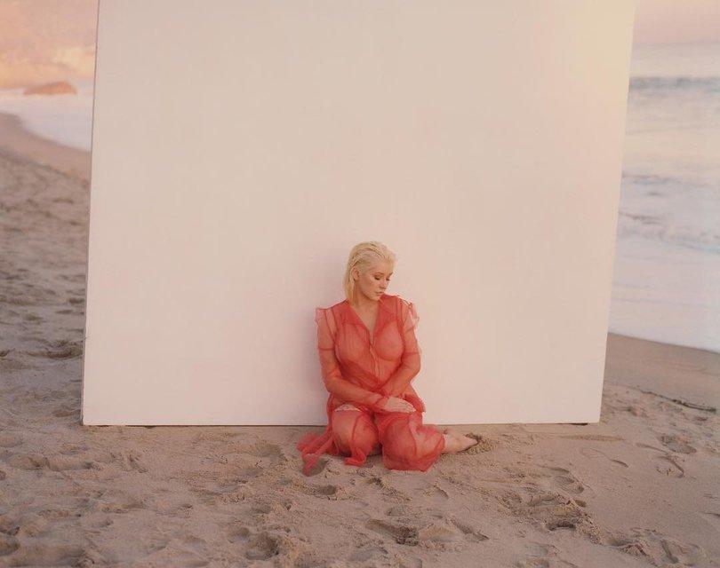 Кристина Агилера засветила грудь в прозрачном наряде - фото 131368