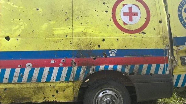 Российские террористы обстреляли из минометов машину медицинской бригады - фото 131607