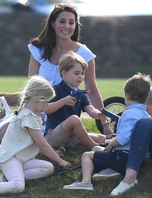 Кейт Миддлтон нарвалась на критику из-за игрушки сына - фото 131634