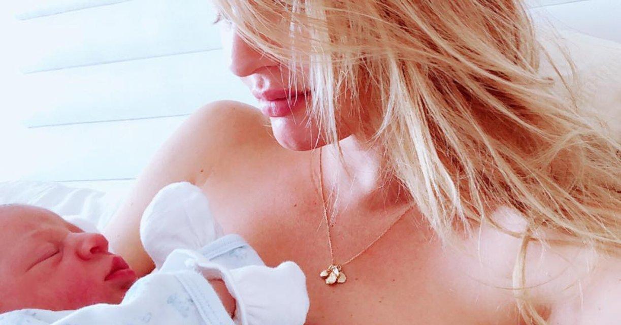 Кэндис Свейнпол сделала нежное фото с новорожденным сыном - фото 131683