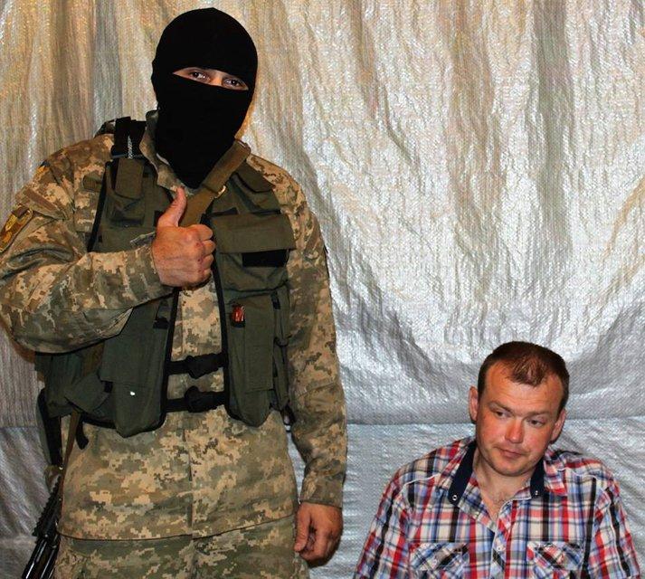 Украинские военные задержали экс-бойца ВСУ, который год назад сбежал к террористам - фото 131862