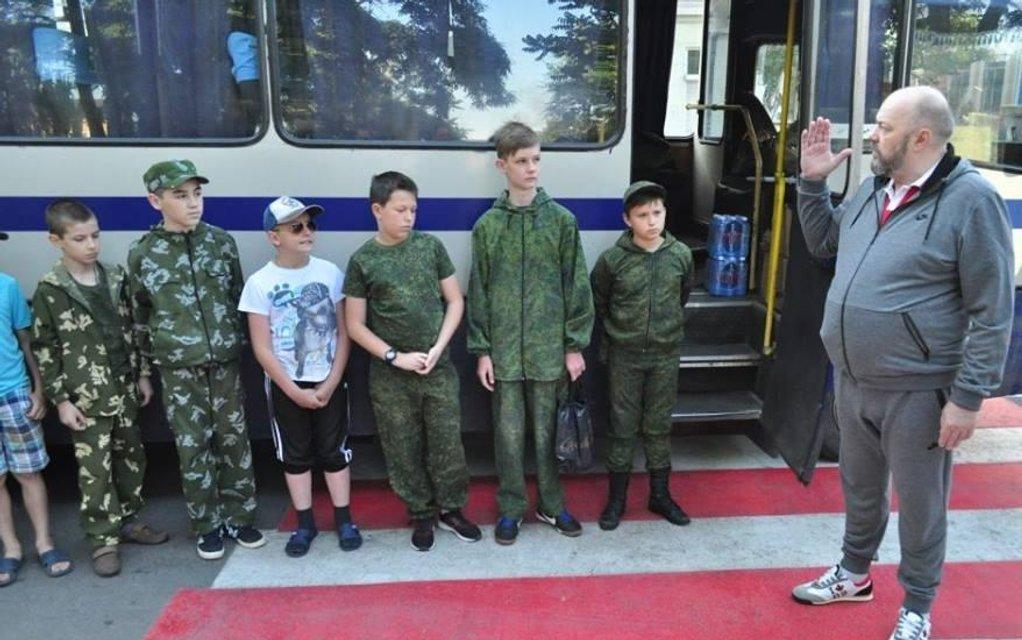 Детей террористов 'ДНР' отправили в российские лагеря для наемников (ФОТО) - фото 131867