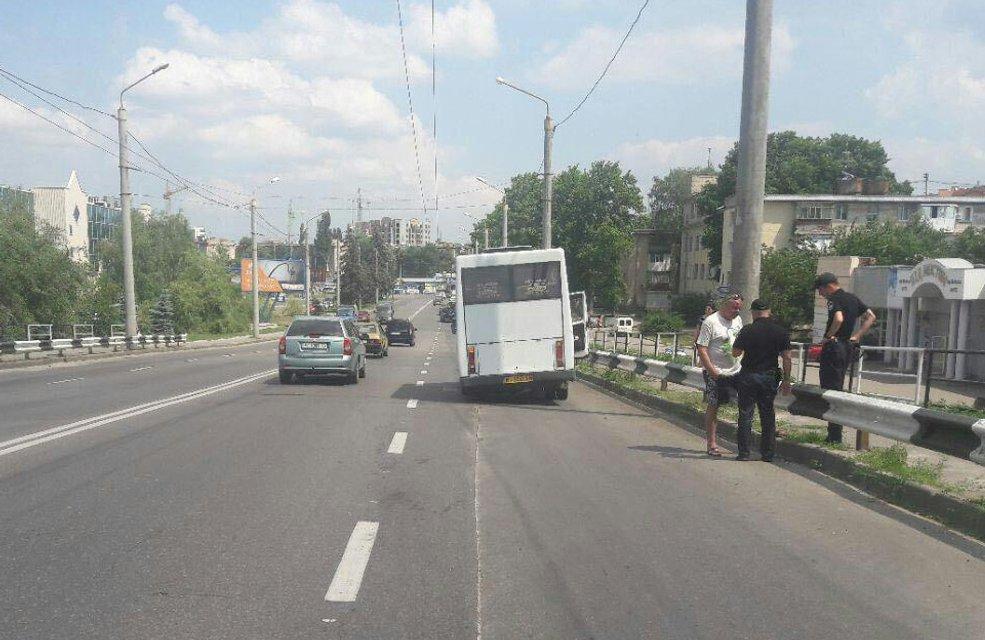 От полтавской маршрутки во время движения отпали два колеса - фото 131883