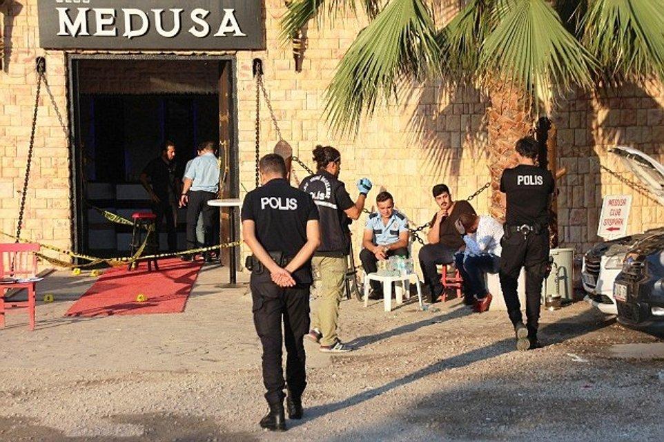 В Турции во время стрельбы в ночном клубе убили певицу - фото 131934