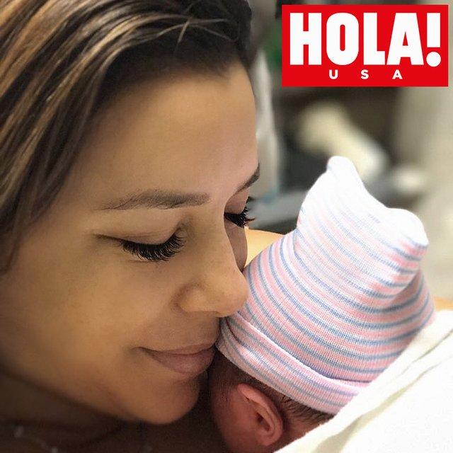 Ева Лонгория показала новорожденного сына - фото 132138