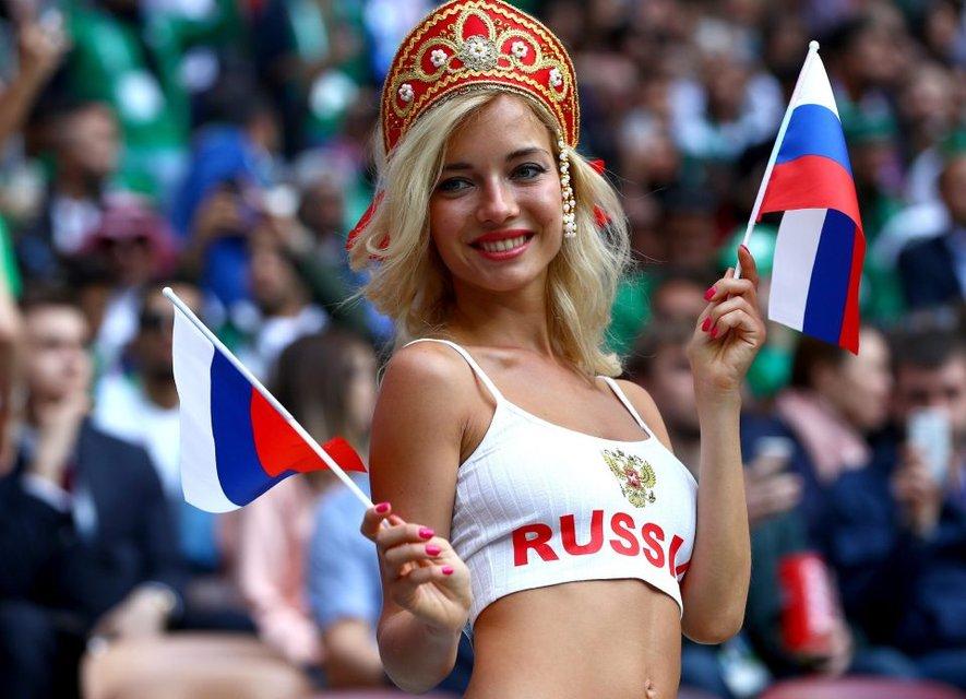 ЧМ-2018: лицом российского канала и 'самой красивой болельщицей' была порнозвезда - фото 132346