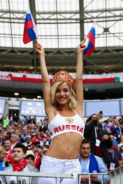 ЧМ-2018: лицом российского канала и 'самой красивой болельщицей' была порнозвезда - фото 132347