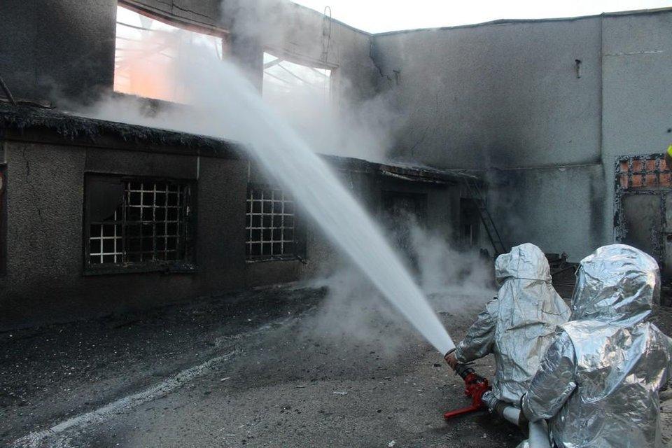 В Тернопольской области горел спиртзавод: спасатели эвакуировали 350 человек - фото 132406