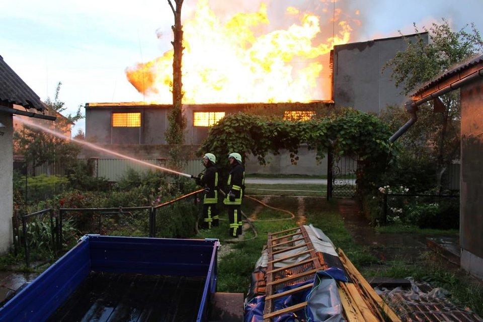 В Тернопольской области горел спиртзавод: спасатели эвакуировали 350 человек - фото 132408