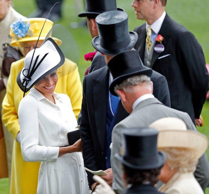 Меган Маркл оскорбила Елизавету II - фото 132484