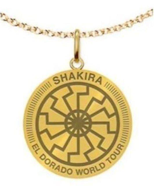 Шакира пыталась продать 'нацистский' медальон - фото 132629