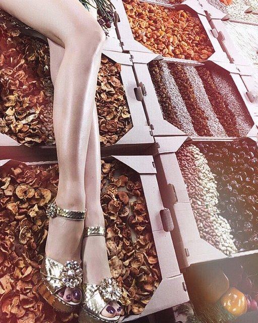 Ноги Оли Поляковой получили страницу в Instagram - фото 132725