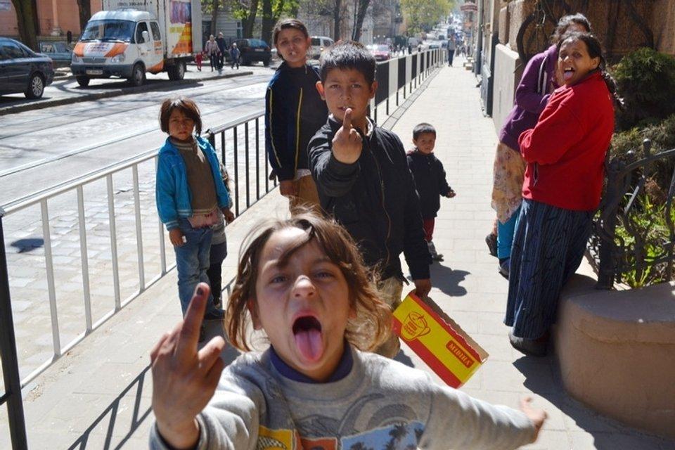 Дело молодых: Нападение на табор ромов как идеальная политическая провокация - фото 132774