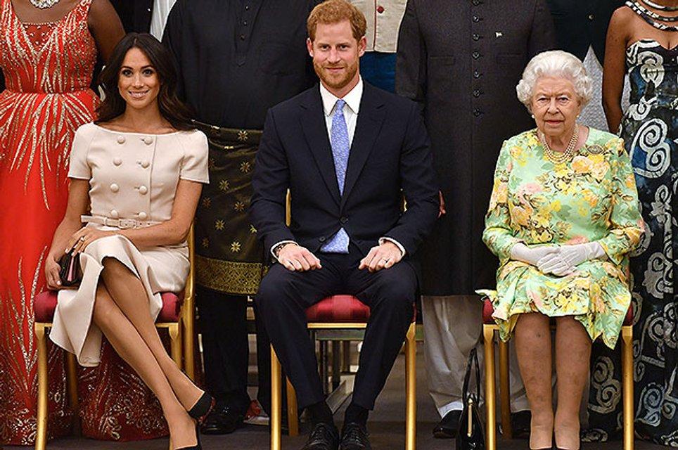 Меган Маркл снова обвиняют в нарушении королевского этикета - фото 132941