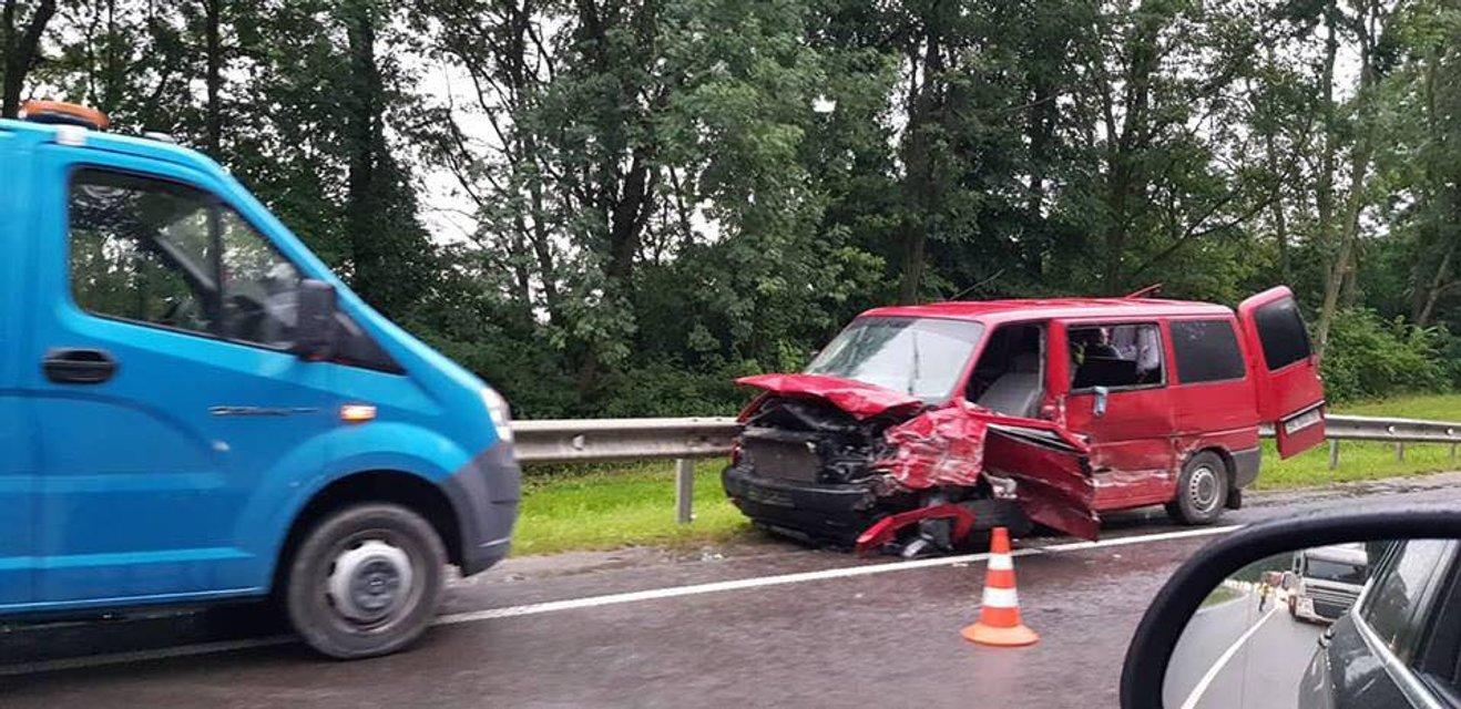 В тройном ДТП под Львовом пострадало 6 человек - фото 133146