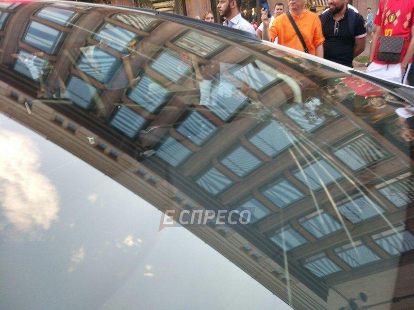 22-летний парень пробежался по авто патрульных на Крещатике (ФОТО) - фото 133297