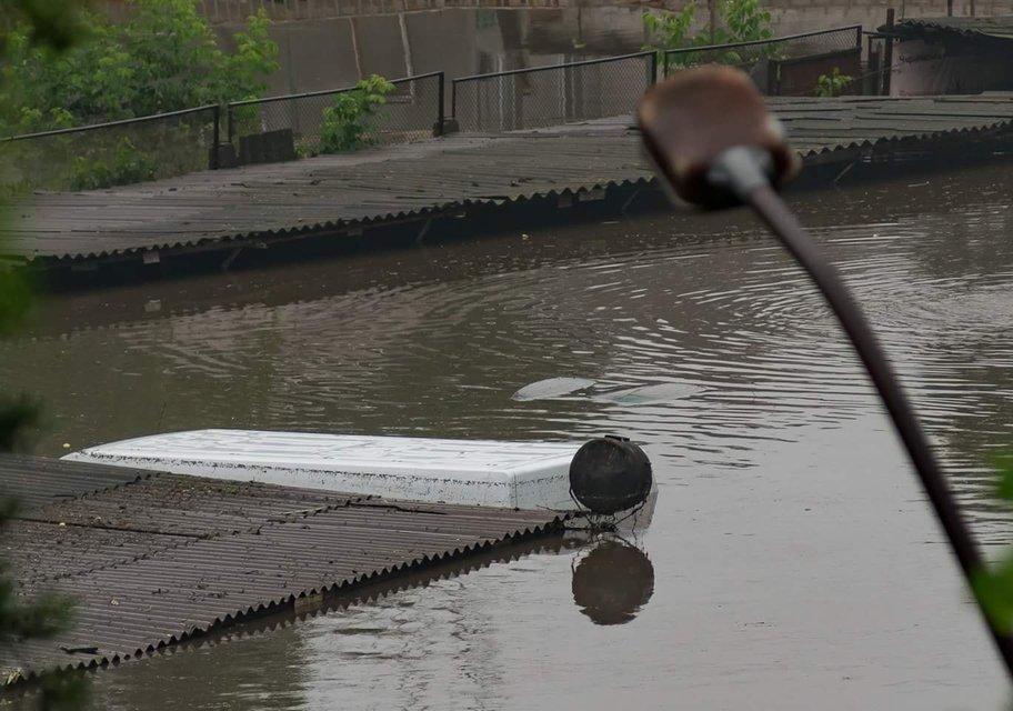 Ливень затопил Чернигов: все машины под водой - фото 133344