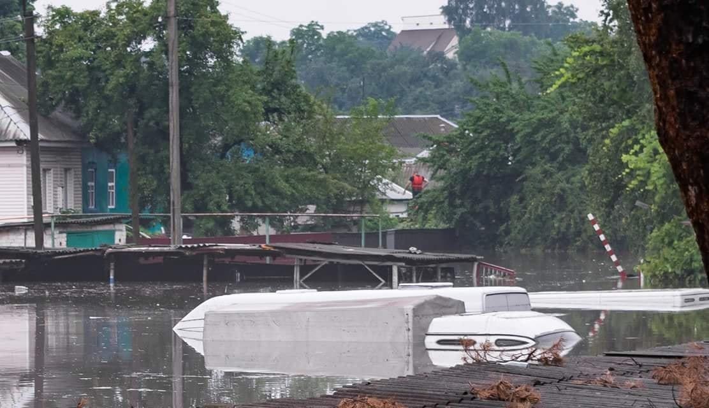 Ливень затопил Чернигов: все машины под водой - фото 133346