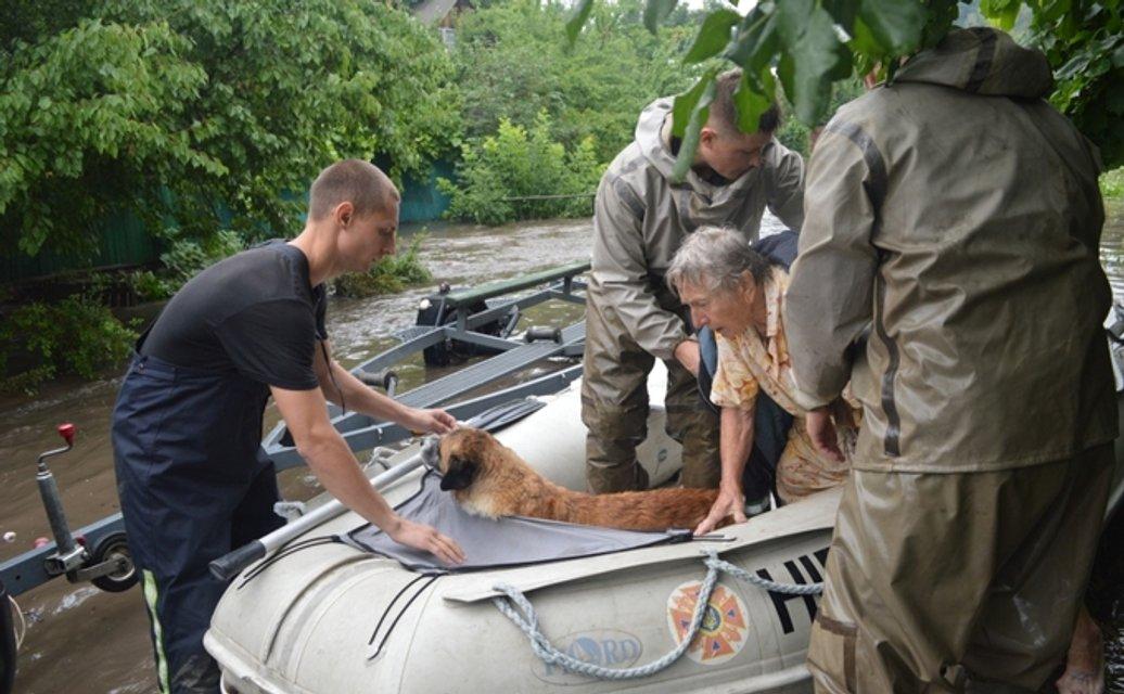 Ливень затопил Чернигов: все машины под водой - фото 133347