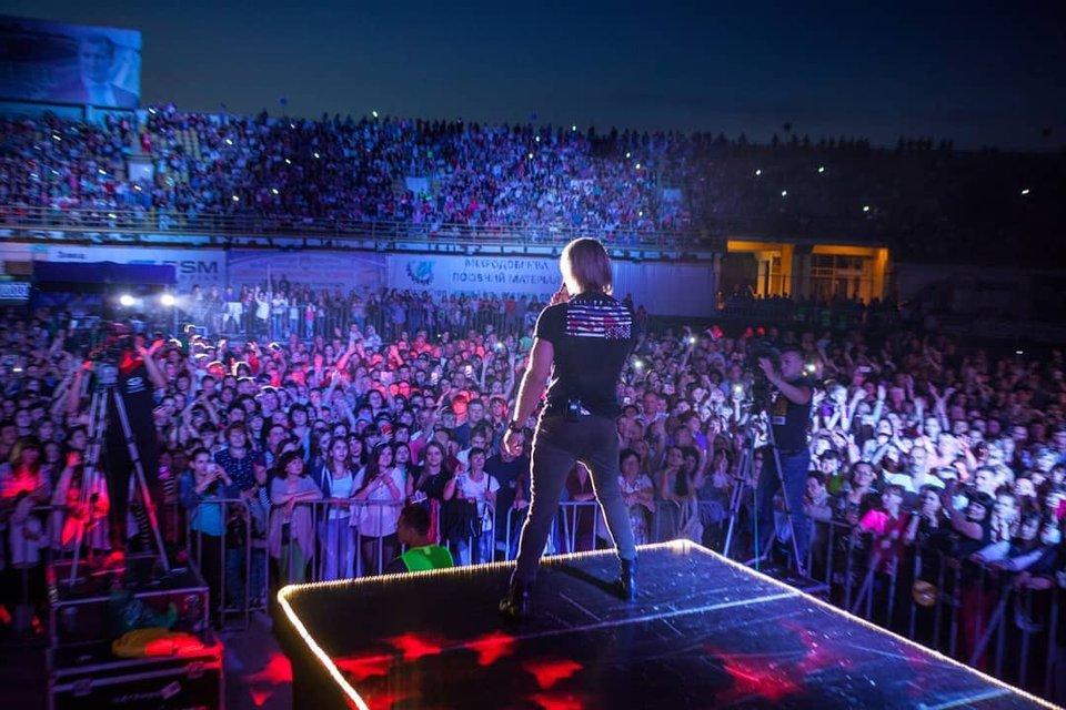 Безумные фанаты Винника чуть не разрушили стадион в Полтаве - фото 130188