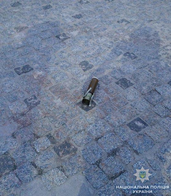 В Киеве из гранатомета обстреляли ритуальное бюро - фото 128720