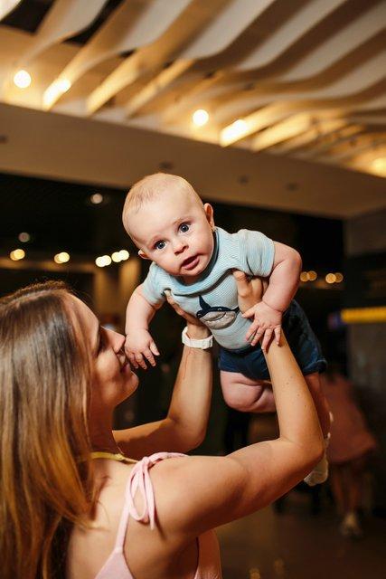 Полина Логунова провела кинобранч для молодых мам - фото 129053